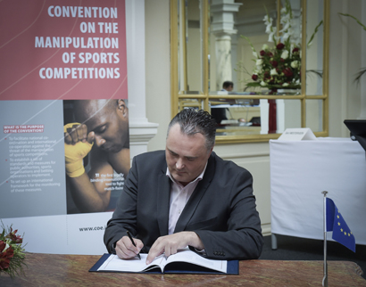 Picture of Signing of the Council of Europe Convention against betting fraud by Minister of Sport Hans-Peter Doskozil